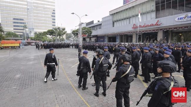 Kepolisian RI telah menetapkan status siaga I kepada seluruh jajarannya menyusul pengumuman hasil penghitungan suara tingkat nasional oleh Komisi Pemilihan Umum (KPU) pada Selasa (21/5). (CNN Indonesia/Adhi Wicaksono)