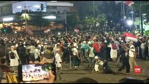 VIDEO: Massa Aksi di Bawaslu Bubar Usai Tarawih