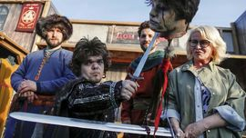 FOTO : Ramai-ramai Menonton Akhir 'Game of Thrones'