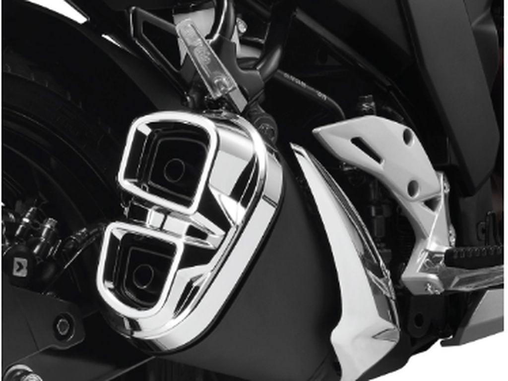 Knalpot kembar Suzuki Gixxer membuat motor terlihat kekar. Foto: dok. Suzuki India