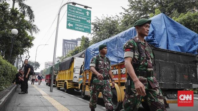 Meski demikian, Polri mengimbau masyarakat supaya tetap melakukan aktivitas seperti biasa. Polisi memastikan akan menjaga keamanan Jakarta. CNNIndonesia/Safir Makki