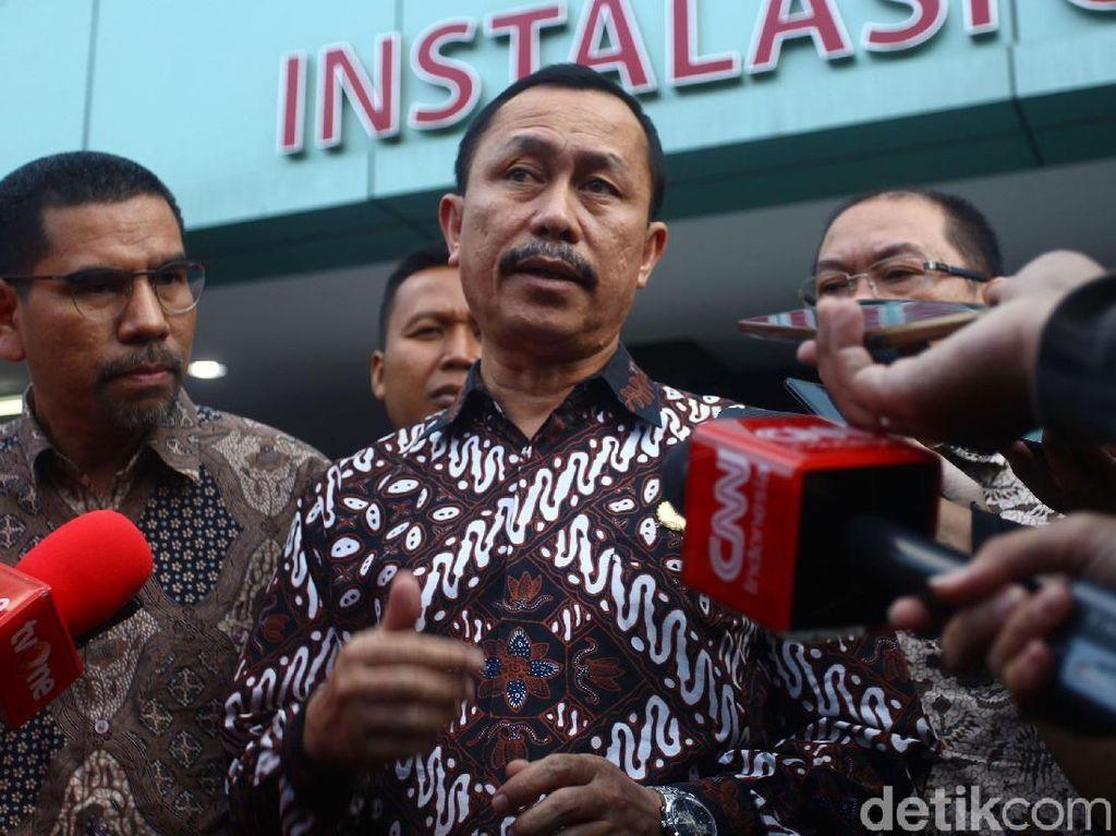 Ketua Komnas HAM Ahmad Taudan Damanik memberikan keterangan pada awak media usai menjenguk korban kerusuhan Tanah Abang di RS Tarakan, Jakarta.