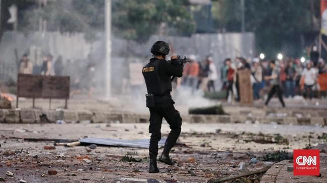 Hingga saat berita ini diturunkan situasi di Tanah Abang masih mencekam. (CNN Indonesia/Andry Novelino)