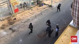 Massa-Polisi Bentrok di Slipi, Tol Dalam Kota Sempat Ditutup