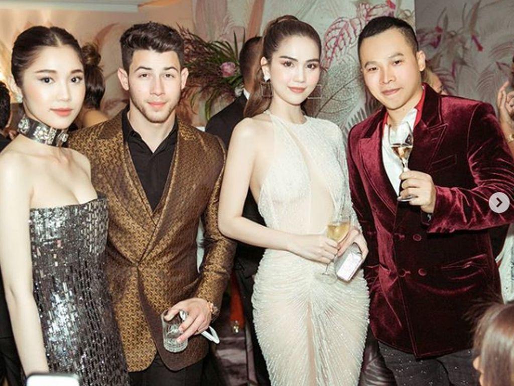 Karena penampilannya itu ia pun ditegur oleh Menteri Kebudayaan dan Pariwisata Vietnam,Nguyen Thai Binh yang menyebutnya sebagai contoh buruk bagi generasi muda. Dok. Instagram/ngoctrinh89
