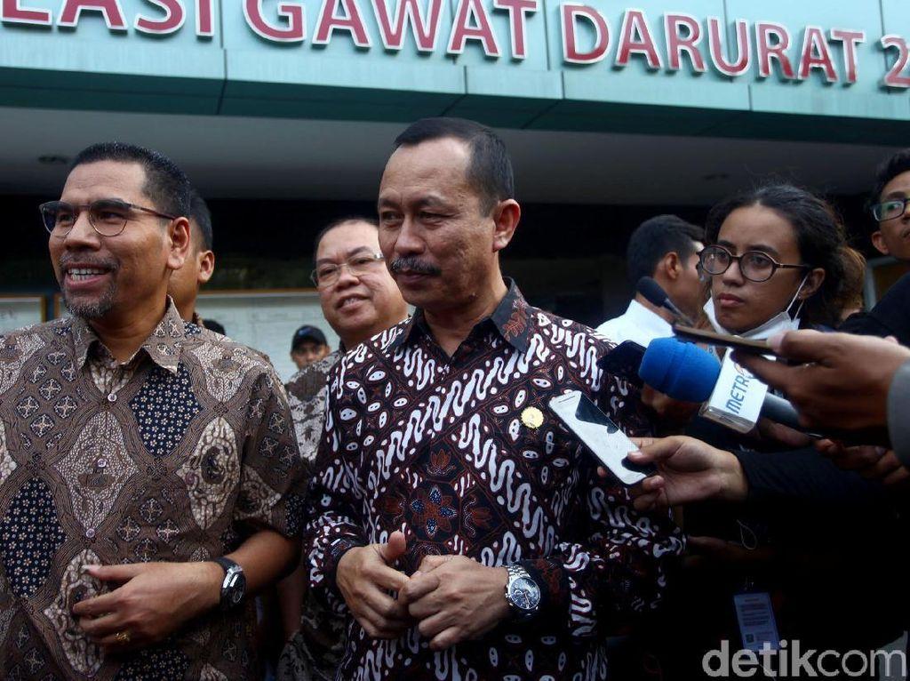 Ketua Komnas HAM Ahmad Taufan Damanik didampingi Amiruddin, dan Hairansyah saat menjenguk korban kerusuhan Tanah Abang di RS Tarakan, Jakarta, Rabu (22/5/2019).