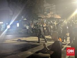 Isak Tangis Terdengar Saat Polisi Amankan Massa