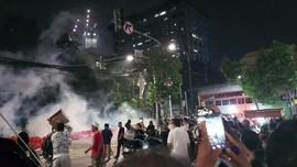 Massa Aksi Bawaslu Lawan Polisi dengan Petasan