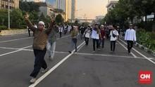 Polisi dan Massa Bentrok di Gambir dan Thamrin