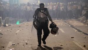 FOTO: Bentrok Massa dan Polisi di Slipi