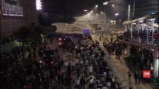VIDEO: Ditembak Meriam Air, Massa Aksi 22 Mei Kocar-Kacir