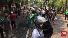 Massa Aksi 22 Mei Kuasai Jalan Brigjen Katamso Palmerah
