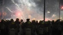 Sisa Gas Air Mata Aksi 22 Mei Ganggu Para Pengendara di Slipi