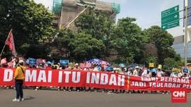 Massa Gelar Aksi Damai di Depan KPU, Serukan Persatuan Bangsa