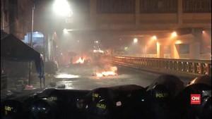 VIDEO: Sahur Tak Buat Massa dan Polisi Gencatan Senjata