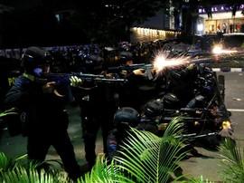 Massa di Tenabang Terus Menyerang, TNI-Polri Mundur