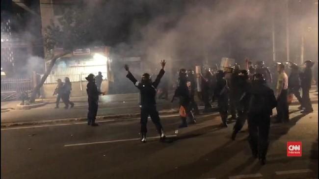 Jarak Bentrok Massa Aksi Bawaslu dan Aparat Kian Rapat