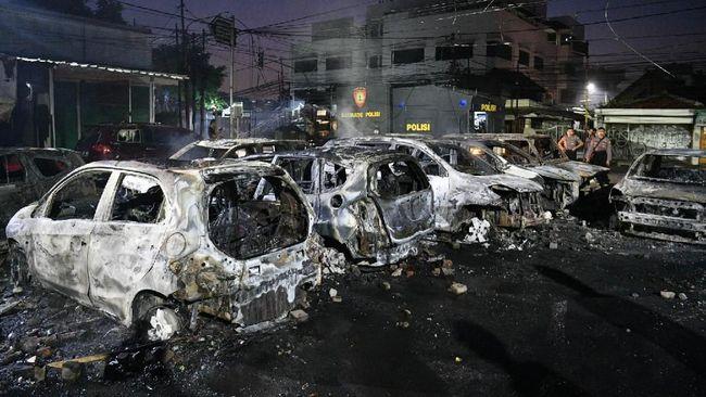 Belasan Mobil Terbakar di Asrama Brimob, Warga Ditangkap