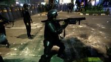 Meriam Air Kawal Polisi Pukul Mundur Massa di Wahid Hasyim