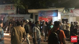 Prabowo dan Titiek Soeharto Jenguk Relawan Terluka Saat Demo