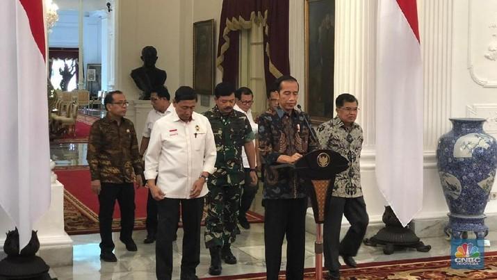 Presiden Joko Widodo (Jokowi) mengundang sejumlah purnawirawan TNI di Istana Merdeka, Jakarta.
