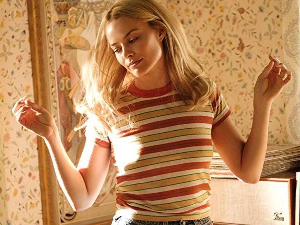 Banyak pula pujian atas penampilan Margot yang membuat jatuh dan patah hati. Dok. Sony Pictures