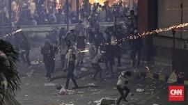 Malam di Bawaslu Makin Panas, Polisi Tembakkan Water Cannon