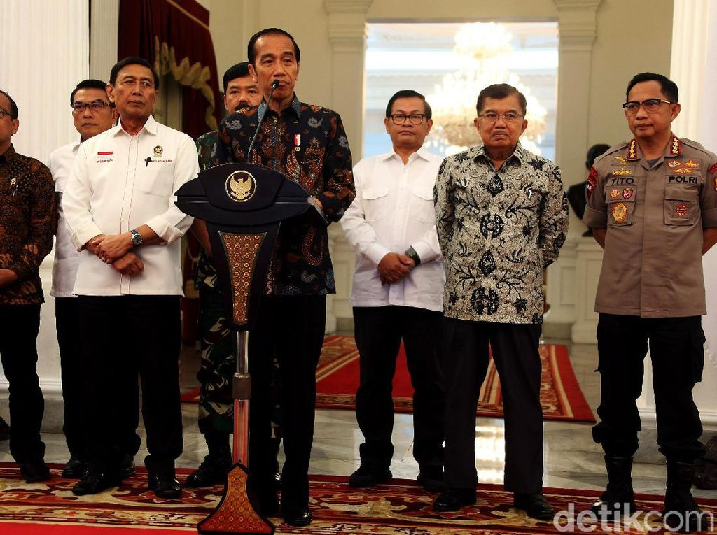 Jokowi mengajak masyarakat untuk merajut kembali persatuan.