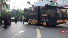 VIDEO: Protes Hasil Pemilu, Massa Bakar Pos Polisi Pontianak