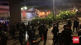 Polisi Tembakkan Peluru Karet Bubarkan Massa di Tenabang