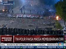 LIVE: Situasi Makin Memanas, Polisi Pukul Mundur Massa