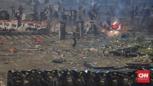 Rusuh Belum Reda, Ada Kobaran Api di Depan Bawaslu