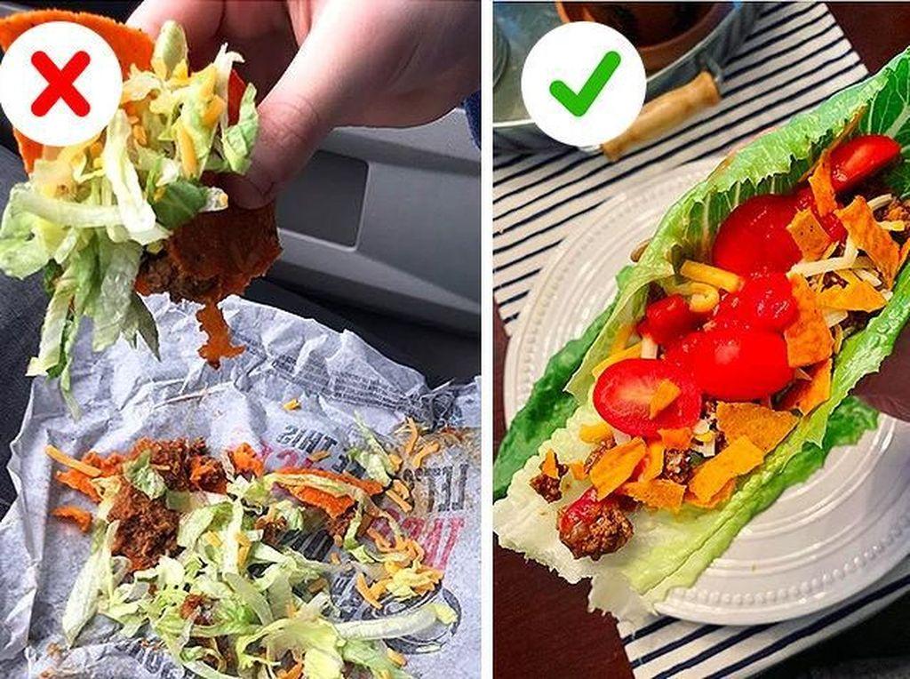 Agar isian taco tidak berantakan saat disantap, gunakanlah daun selada yang masih utuh untuk menjadi wadah. Foto: Brightside