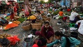 Pasar ini terletak di dekat stasiun kereta api Tha Ye Zay.