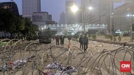 Jadi Pusat Bentrokan, Jalan Thamrin Nampak Berantakan