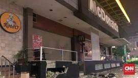 Massa Pecahkan Kaca McDonald's di Sarinah