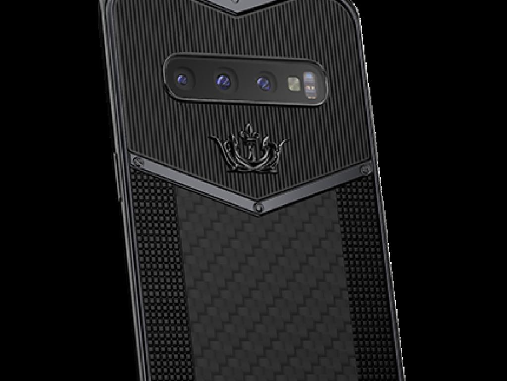 Sedangkan ini merupakan Galaxy S10 Black Edition Carbon dengan harga USD 4.800 atau sekitar Rp 69,4 juta. Foto: Caviar
