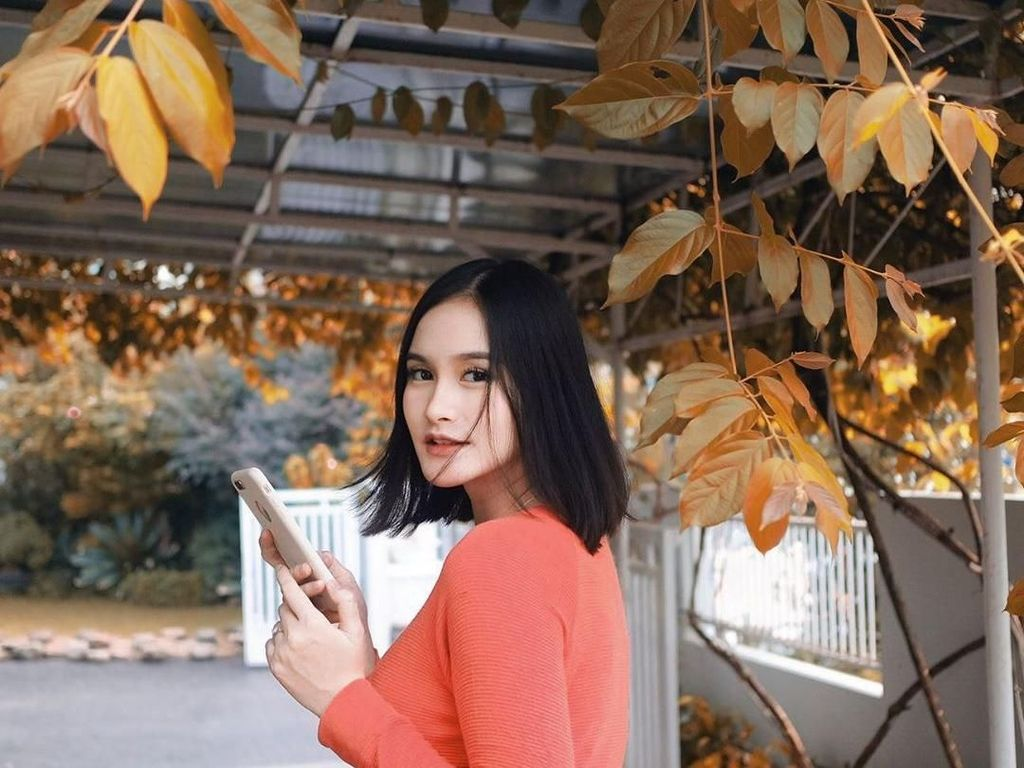 Nama Nadya Fricella lebih dikenal sebagai Isel Fricella. Wanita 20 tahun ini sekarang membintangi salah satu sinetron Ramadhan dengan memerankan tokoh bernama Hera. Foto: Instagram iselfricella/miqdadsy
