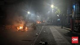 Massa Kuasai Ruas Jalan Sabang dan Provokasi Polisi
