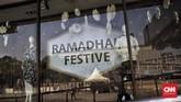 Kerusuhan 22 Mei di sekitar Sarinah, Jl MH Thamrin, Jakarta, membuat toko dan pusat perbelanjaan di sekitar gedung Bawaslu tutup. (CNN Indonesia/Hesti Rika)