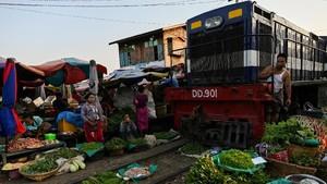 FOTO: Pasar Tradisional di Jalur Maut