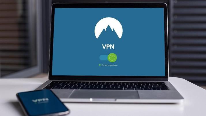 Kebijakan pemerintah untuk membatasi akses masyarakat ke media sosial dan layanan berbagi pesan membuat masyarakat ramai-ramai mengunduh (download) VPN.