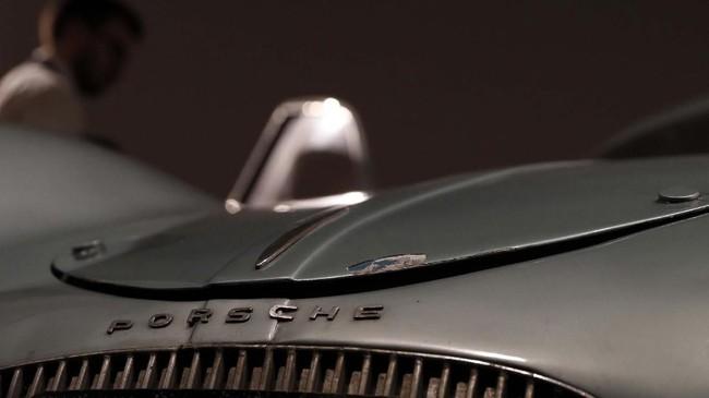 Porsche Type 64 digunakan sebagai mobil pribadi desainer Ferdinand Porsche . (AP Photo/Alastair Grant)