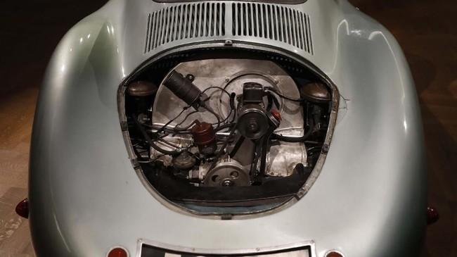 Mesinnya dalam kondisi baik dan masih bisa dinyalakan. (AP Photo/Alastair Grant)