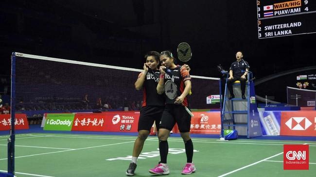 Greysia/Apriyani berhasil memberikan kemenangan setelah Indonesia kalah 1-3 dari Denmark. Kemenangan ganda putri itu tetap penting karena menjadi poin krusial untuk menjadi juara grup dengan kekalahan 2-3. (CNN Indonesia/Putra Permata Tegar)