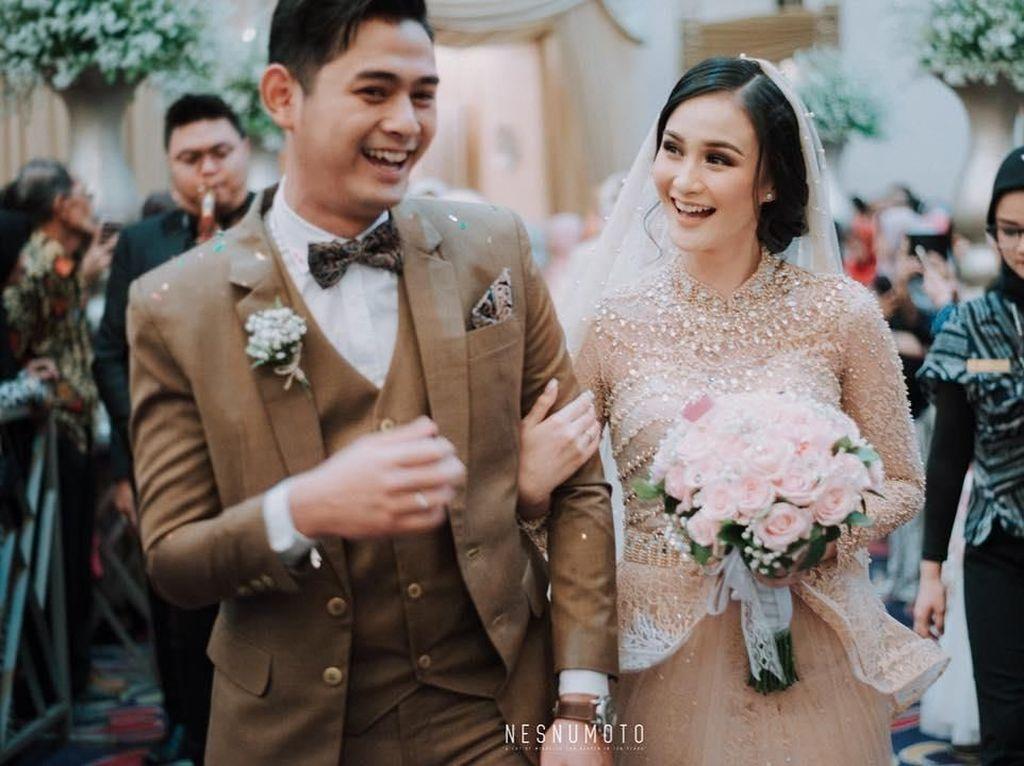 Siapa sangka Isel memilih menikah muda dengan pesinetron tampan, Miqdad Addaüsy. Dalam sinetron yang sama mereka berperan sebagai sepasang kekasih. Foto: Instagram iselfricella/miqdadsy