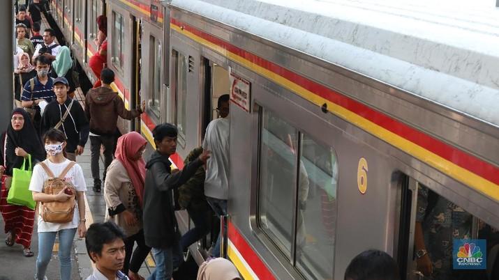 Menhub menjanjikan layanan KRL bakal sampai ke Stasiun Karawang.