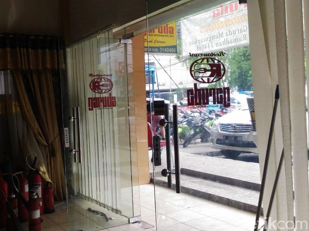 Korban bisu lainnya adalah Restoran Garuda yang masih berlokasi di jalan Sabang. Puti Aini Yasmin/detikcom.