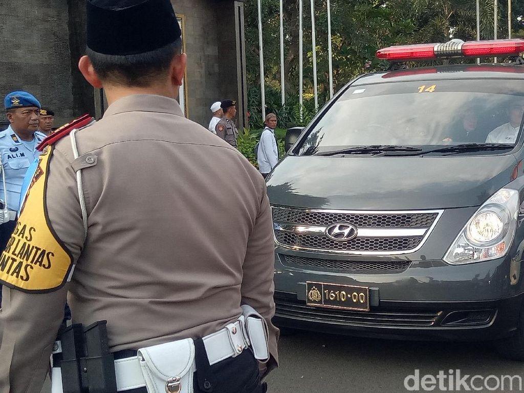 Rombongan jenazah Ustaz Arifin Ilham sudah bertolak dari Bandara Halim.Desi Puspasari/detikHOT