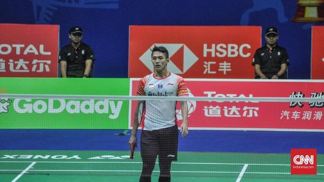 Indonesia kemudian tertinggal 1-2 dari Taiwan setelah Jonatan Christie dikalahkan Chou Tien Chen 11-21 dan 13-21. (CNN Indonesia/Putra Permata Tegar Idaman)